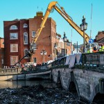 Worcestershire Highways clearing flood debris from Worcester Bridge