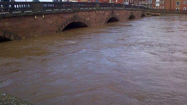 High levels of water at Worcester bridge - floods 2014