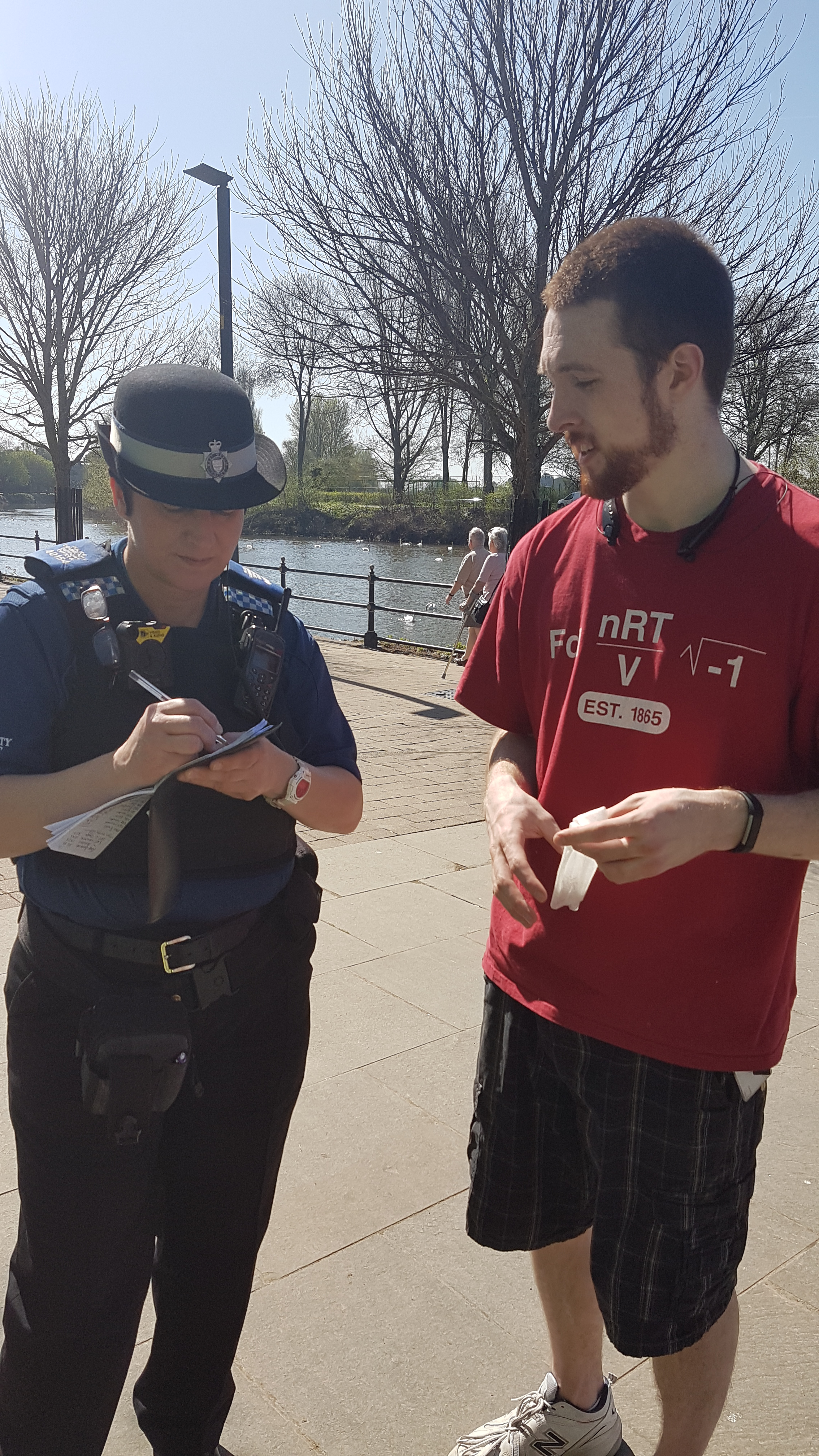 Handing in an unsigned credit card found on the litterpick